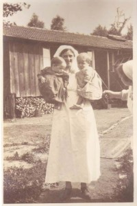 Nurse and children at La Source Hospital