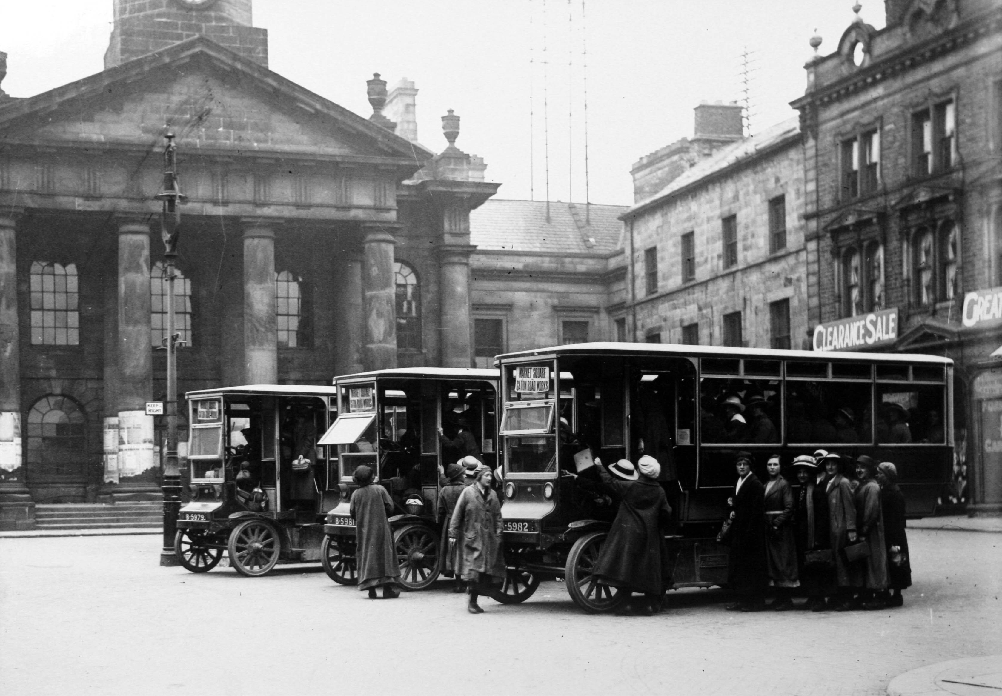 Munitions workers catching bus