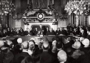 Briand addresses the Paris meeting, 1928